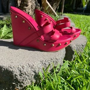 ✨💖NWOB Sergio Rossi Pretty Pink Studded Wedges💖✨